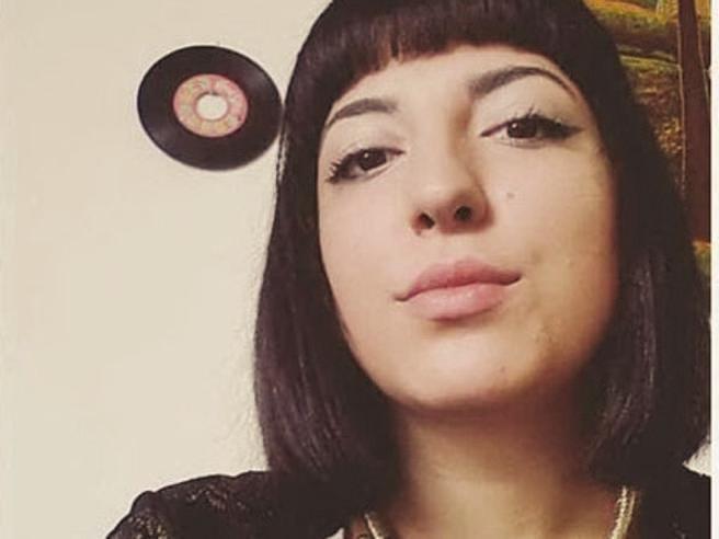 Michela e il giallo del suicidio: ad  Olbia 3 amici indagati per un video hard La vicenda