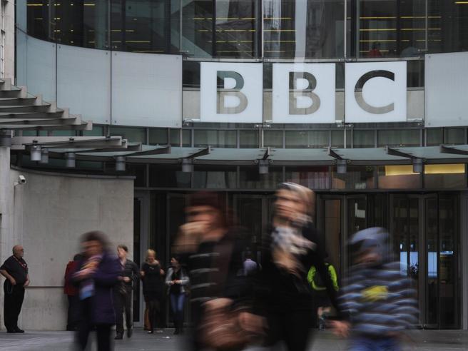 Bbc, l'accusa di 150 giornaliste: «Noi discriminate e minacciate»