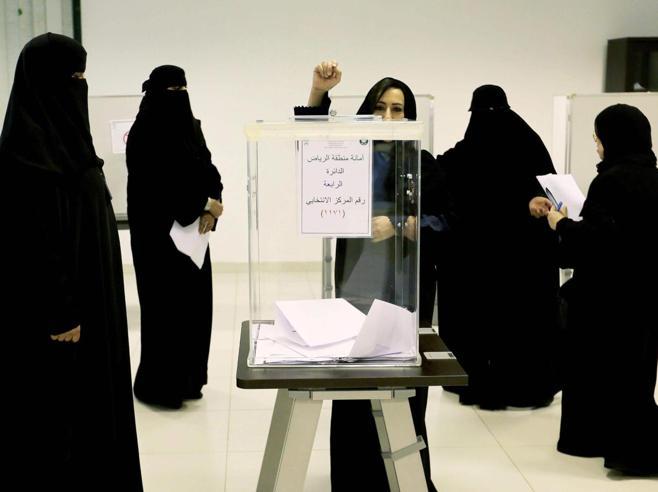 L'annuncio del principe saudita: «La tunica nera non è un  obbligo»